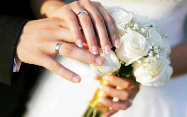 """Motivul pentru care verigheta se poartă pe mâna stângă şi ce efect are """"inelul cu sigiliu"""" asupra celui care îl poartă"""